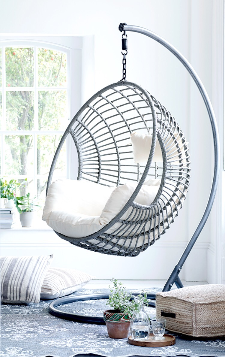 Get creative with indoor hanging chairs urban casa for Cool hanging chairs for bedrooms